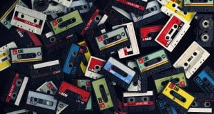 creative_wallpaper_film_music_cassettes_093627_